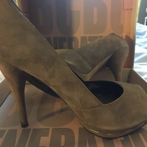 Barely worn Taupe Suede Heels